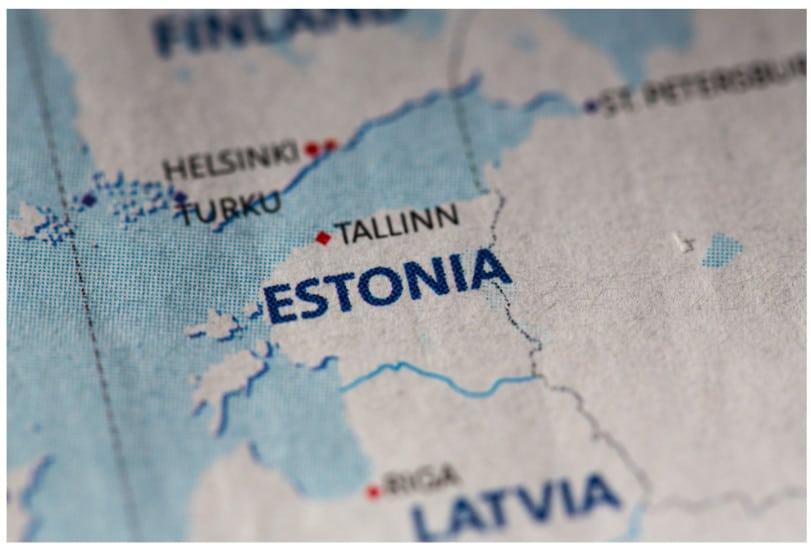 تلغي جمهورية إستونيا 500 ترخيص لشركات العملات المشفرة