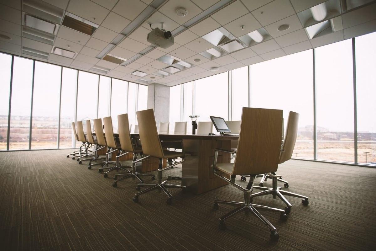 """Poté, co řada vůdců společnosti BitMEX rezignovala, se generální ředitel Arthur Hayes a řada dalších také připravili """"sundat si tričko"""""""