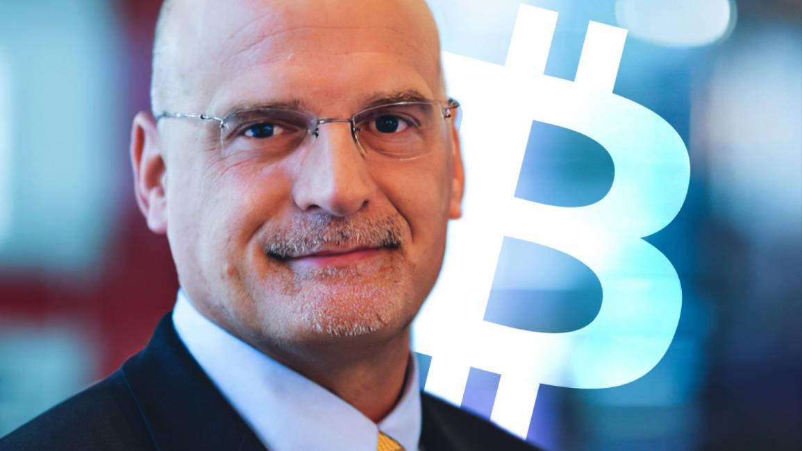 """""""Bitcoin je na cestě k tržní kapitalizaci 1 bilion $,"""" uvedli analytici Bloomberg."""