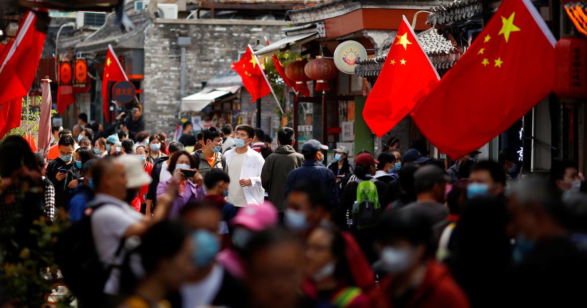 الحزم الحمراء الصينية للأشخاص باليوان الرقمي