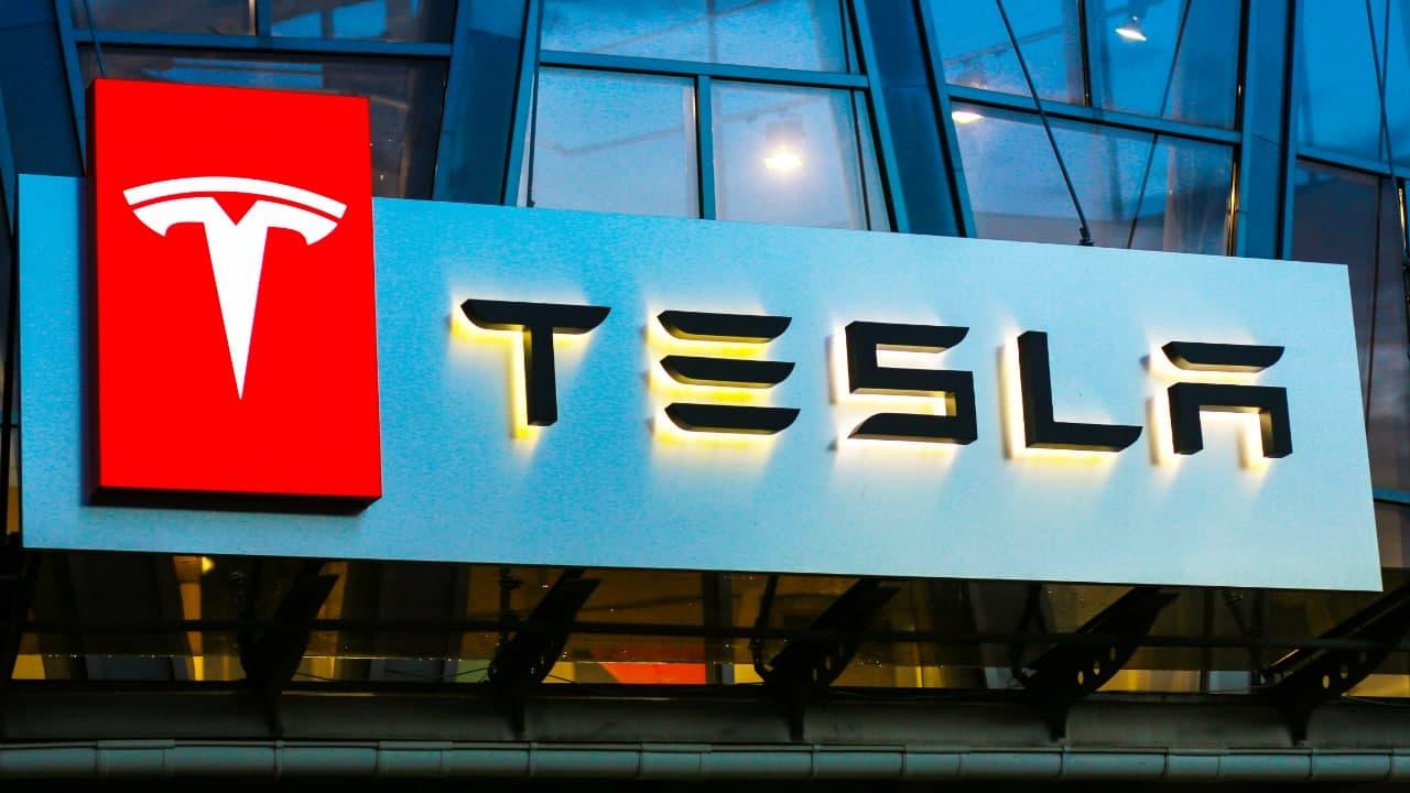 Tesla čelí přísné kontrole kvůli možným střetům zájmů při nákupu bitcoinů za 1.5 miliardy dolarů