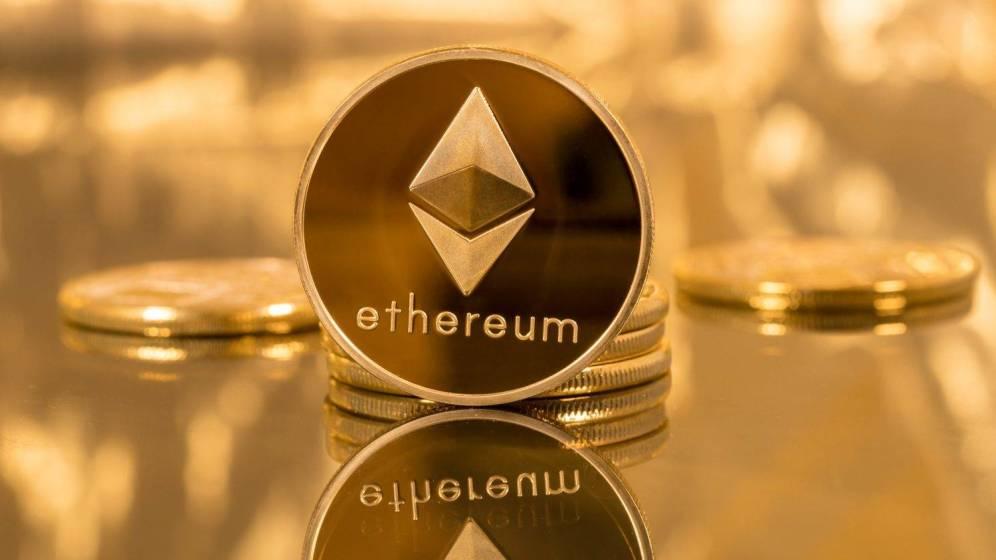 Santiment: количество Ethereum на биржах продолжает снижаться, в то время как объем фьючерсов на эфир CME взлетает.