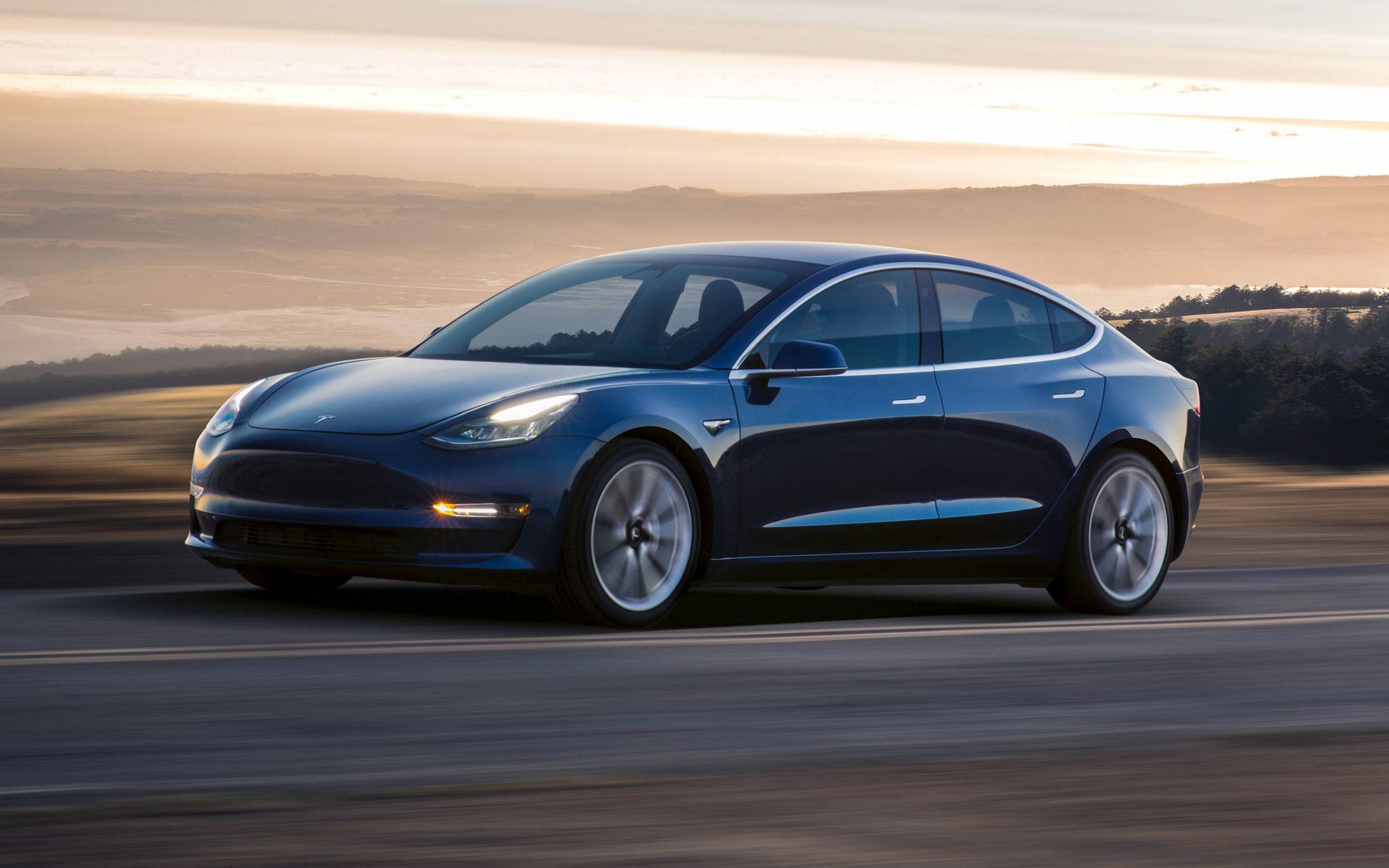 Một YouTuber tuyên bố sẽ mua 111 chiếc Tesla Model 3 nếu Elon Musk chấp nhận BCH