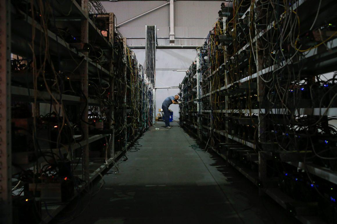Nhiều công ty khai thác Bitcoin đang bắt đầu tháo chạy khỏi Trung Quốc để chuyển sang Châu Âu