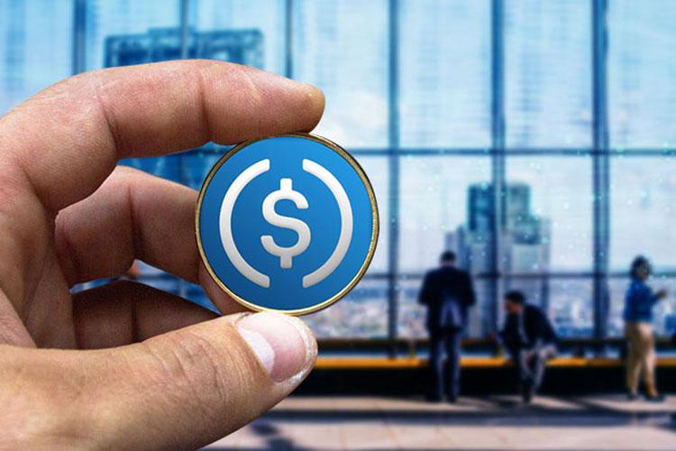 Coinbase bị chỉ trích vì không rõ ràng trong nguồn USD bảo trợ USDC